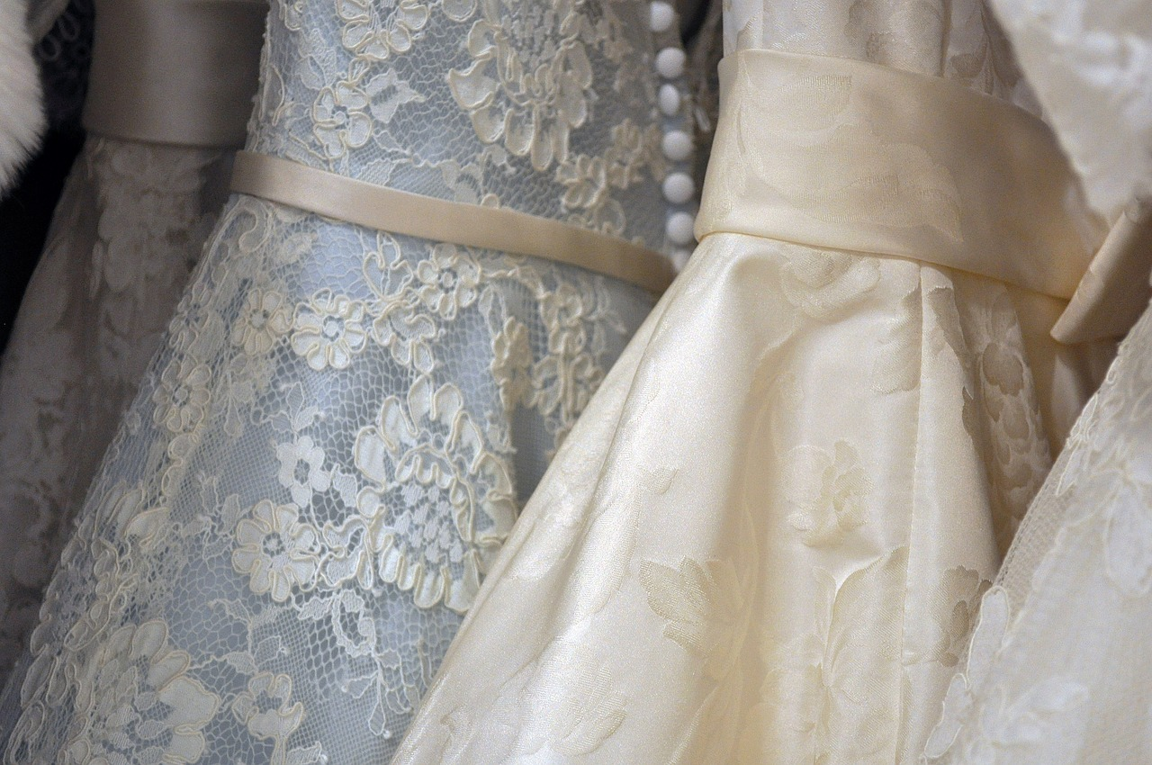 イブニングドレスのインナー、どうしますか