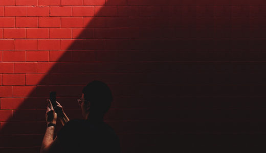 逆光の写真をスマホだけで明るく補正する方法